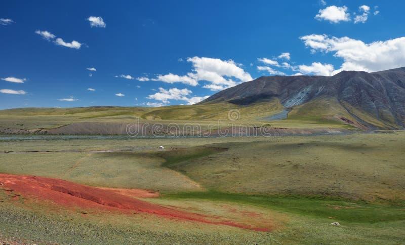 Berg Mongools natuurlijk landschap royalty-vrije stock afbeeldingen