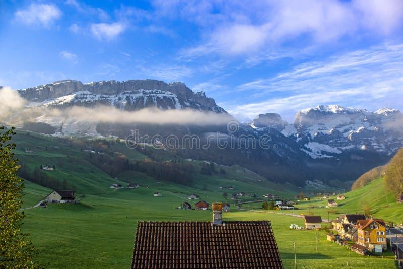 Berg nära Schwende, Schweiz arkivbild