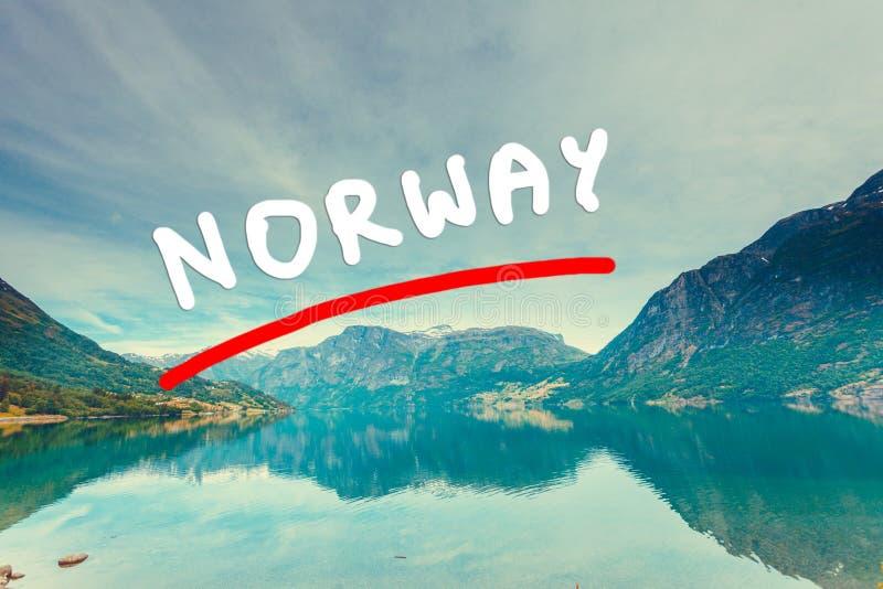 Berg och fjord i Norge, stock illustrationer