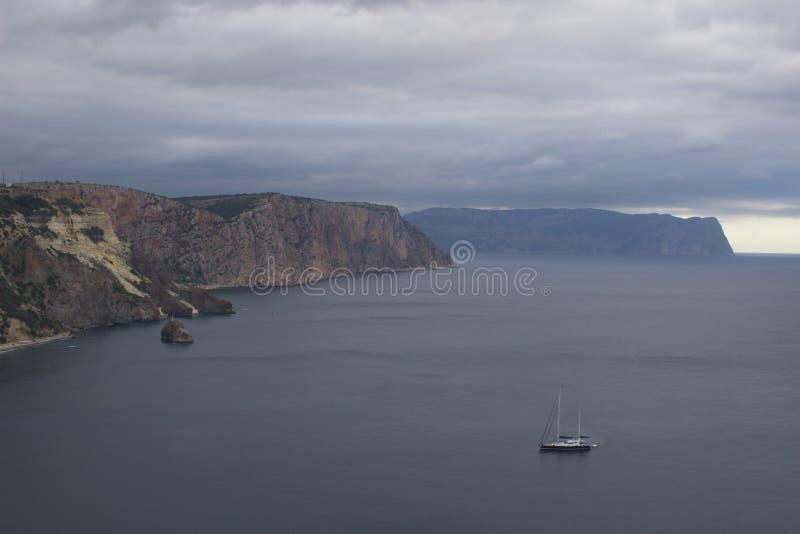 Berg och havslandskap royaltyfria foton