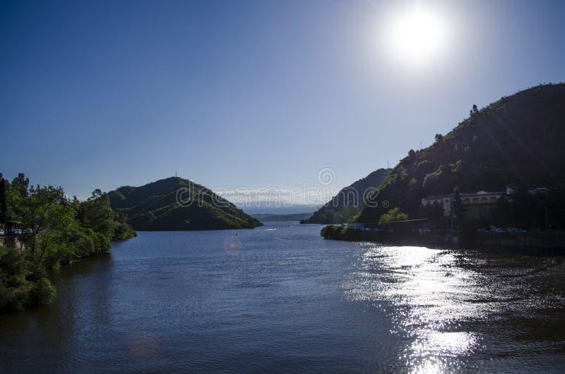 Berg och sjö royaltyfri bild