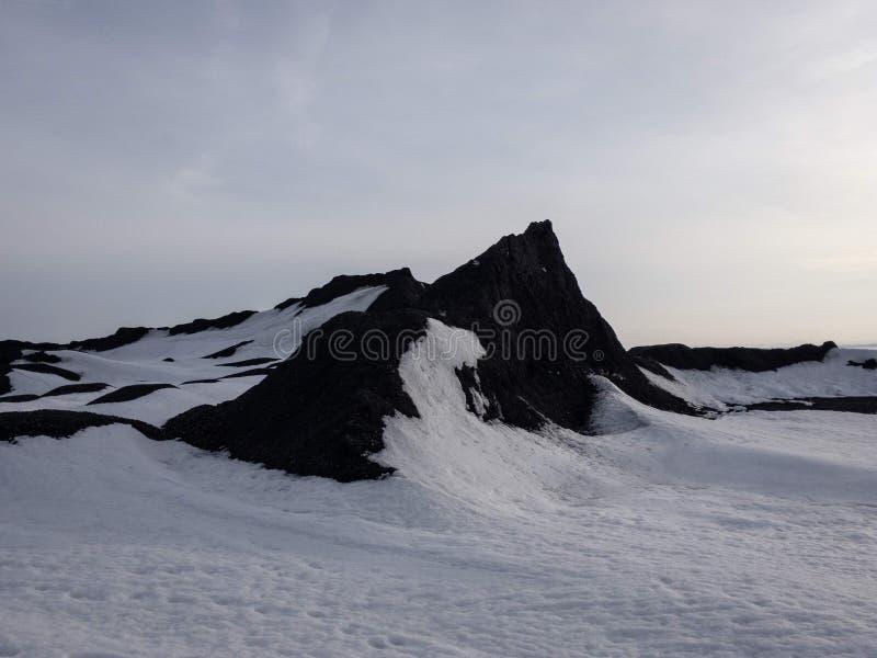 Berg och snow royaltyfri bild