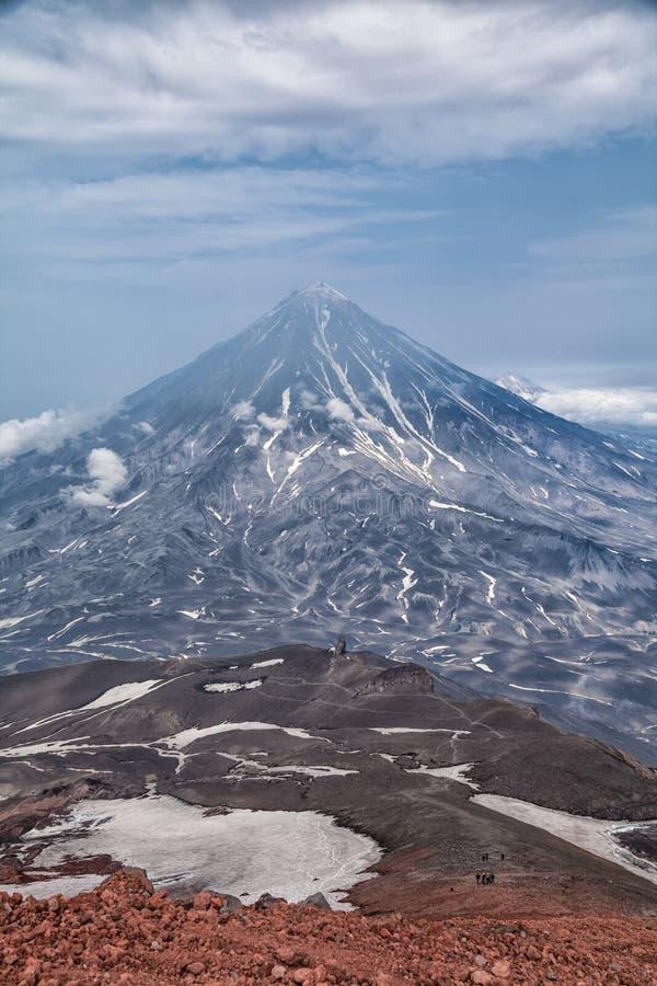 Berg och volcanoes Härligt landskap av Kamchatka Penins royaltyfri foto