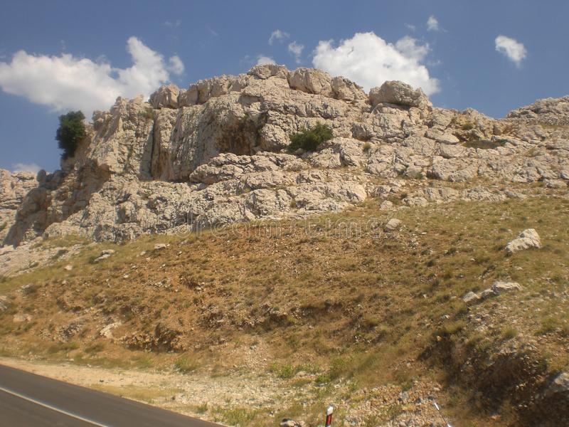 Berg på en solig dag i Kroatien arkivfoton
