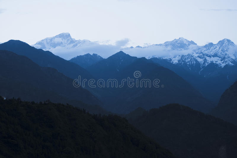 Berg på gryning, Himalayas, Uttarakhand, Indien royaltyfri bild