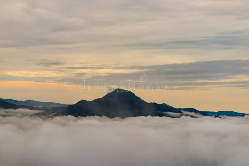 Berg Phu Thok bei Loei stockfotos
