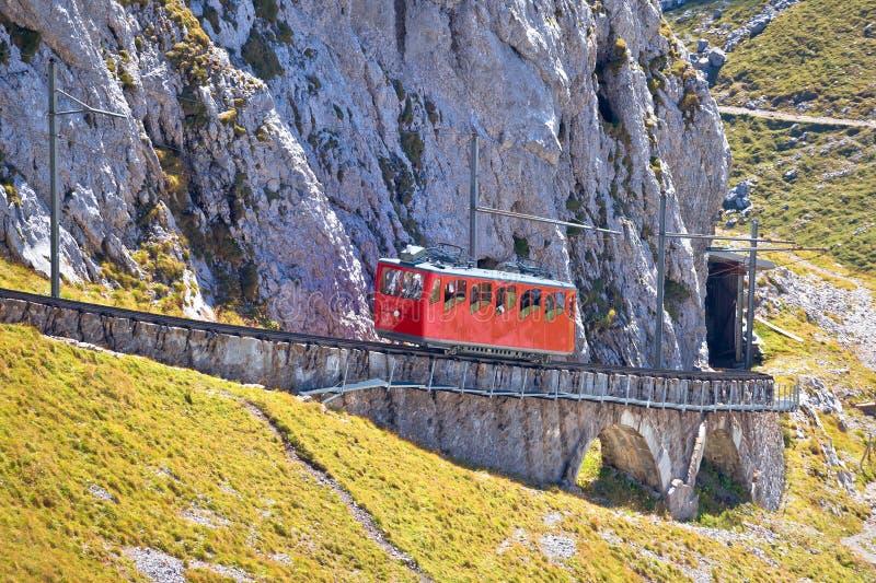 Berg Pilatus-Aufstieg auf Weltsteilster Zahnradeisenbahn stockfotografie