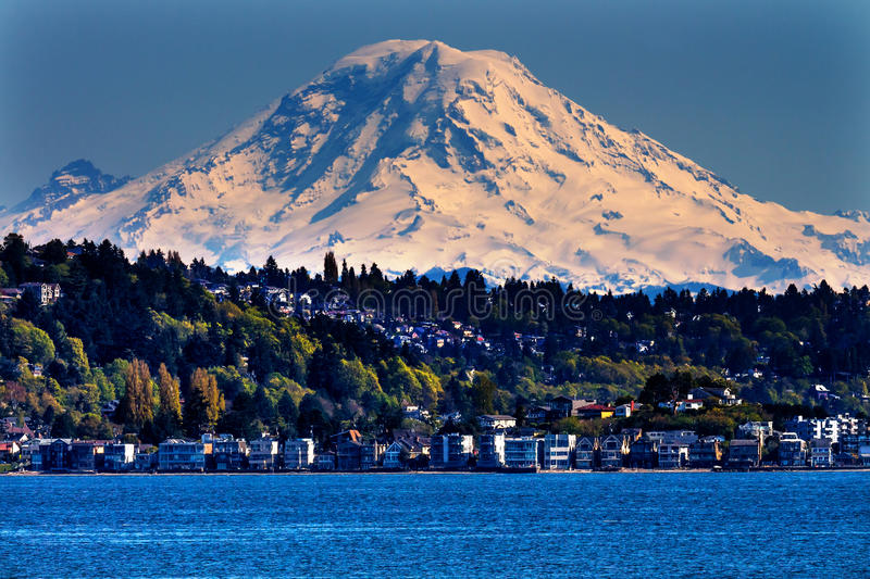 Berg Rainier Puget Sound North Seattle Washington lizenzfreie stockfotos