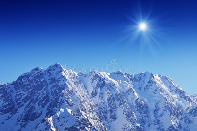 Berg Shkhara royaltyfri fotografi
