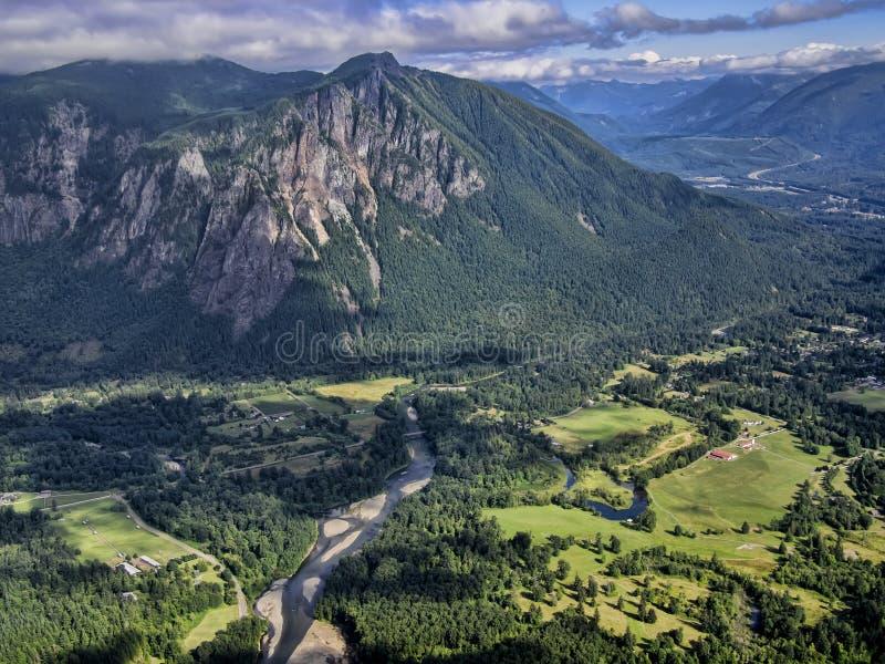 Berg-Si und der Snoqualmie-Fluss stockfoto