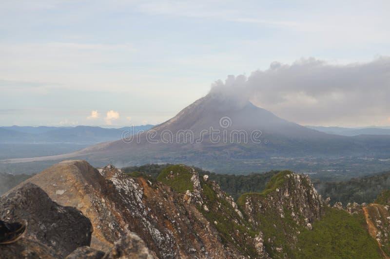 Berg Sibayak stockfotos