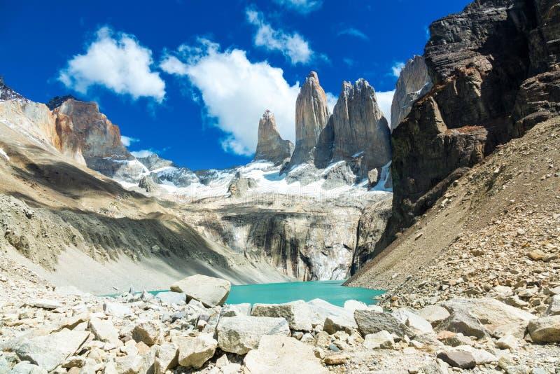 Berg sjö i nationalparken Torres del Paine, landskap av Patagonia, Chile, Sydamerika arkivbild