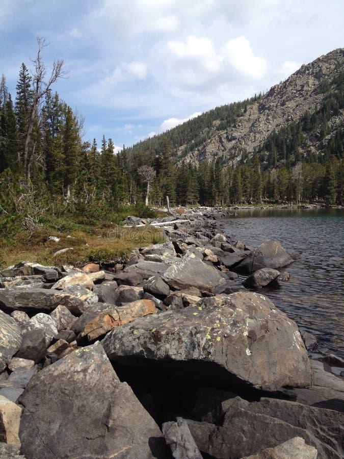 Berg sjö i västra Montana arkivbild