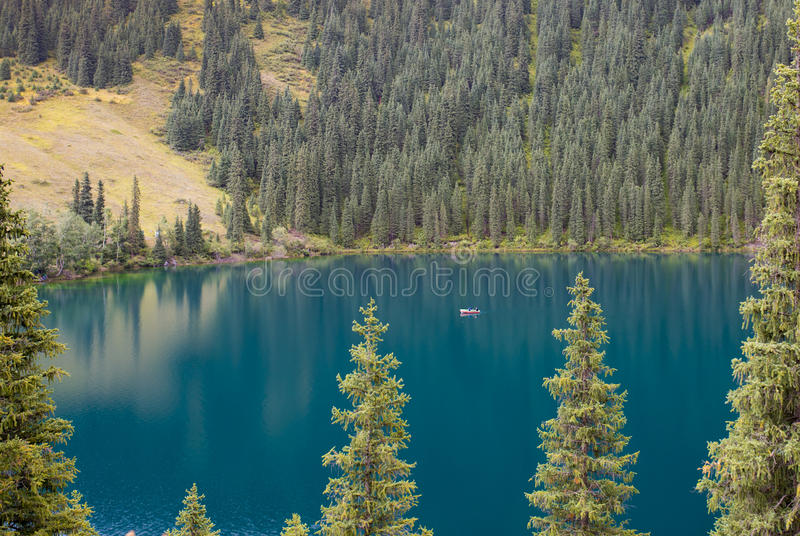 Berg sjö, Kasakhstan royaltyfri foto