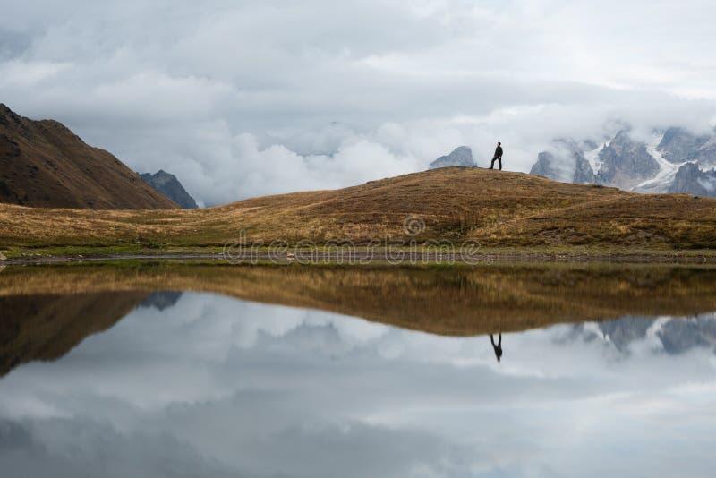 Berg sjö Koruld, Samegrelo-zemo Svaneti, Georgia arkivbilder