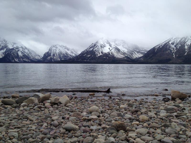 Berg sjölandskap royaltyfri fotografi
