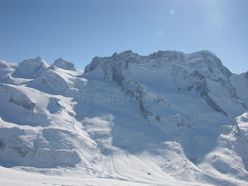 berg skidar royaltyfri bild