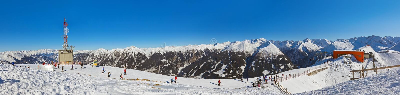 Berg skidar semesterorten dåliga Gastein - Österrike arkivbild