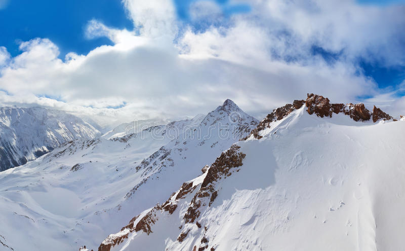 Download Berg Skidar Semesterorten Solden Österrike Arkivfoto - Bild av chairlift, kabin: 27280190