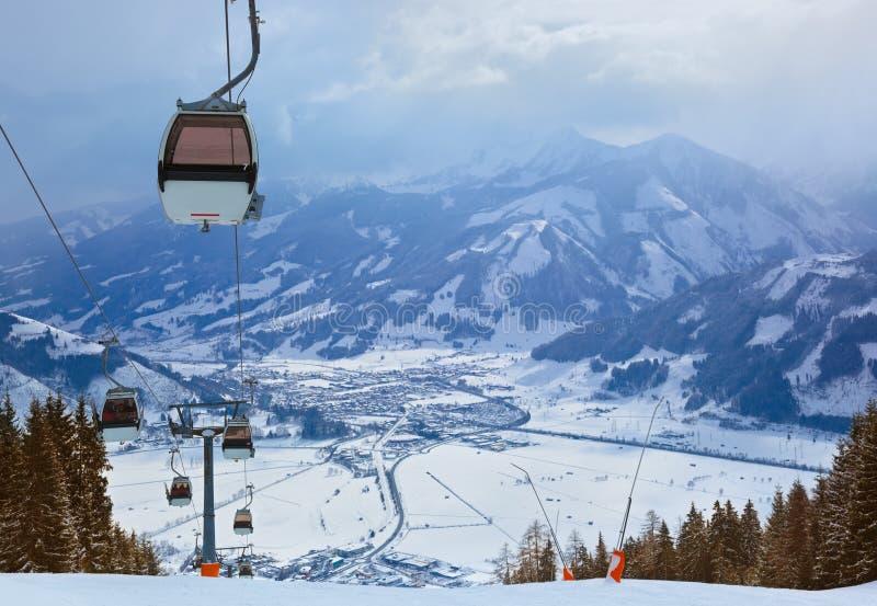 Berg skidar semesterorten Zell-förmiddag-Ser Österrike royaltyfri fotografi