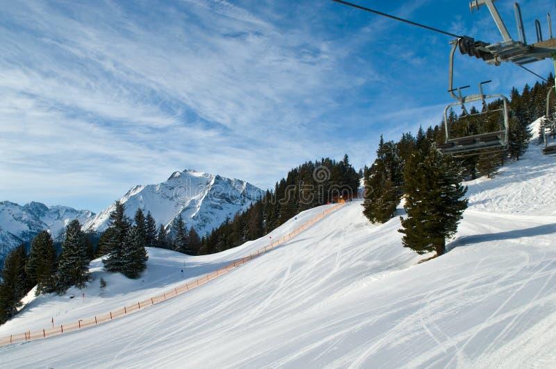 Berg-Skifahren Steigung lizenzfreie stockfotos