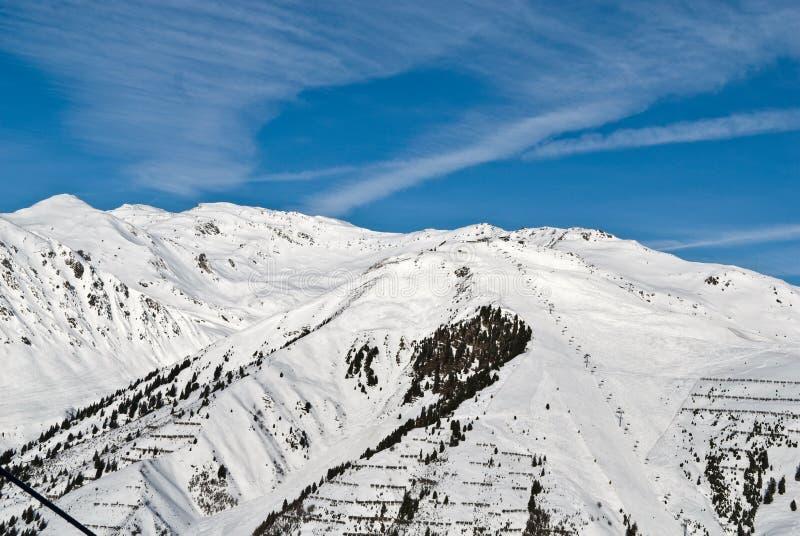 Berg-Skifahren Steigung stockfotos