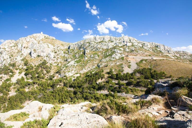 Berg som är slingrande på Lock de Formentor - härlig kust av Majorca, Spanien - Europa fotografering för bildbyråer