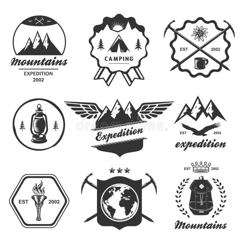 Berg som fotvandrar den utomhus- symbolemblemetiketten vektor illustrationer