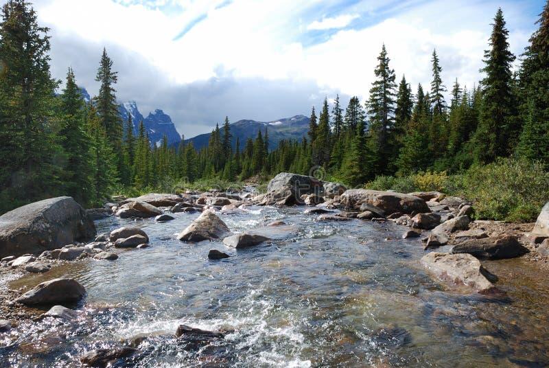 Berg und Flüsse stockfotografie