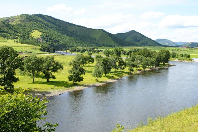 Berg und Fluss stockbilder