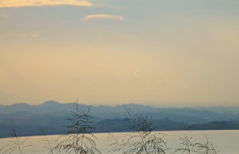 Berg und Himmel stockbild