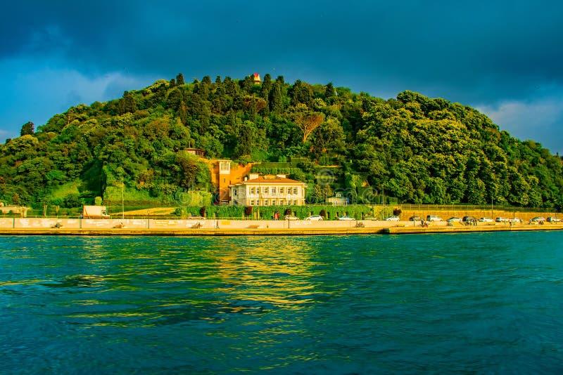Berg und Meer in Istanbul stockfotos