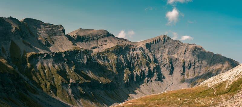 Berg und Schatten stockfotos