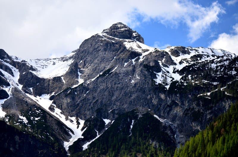 Berg und Schnee stockbilder