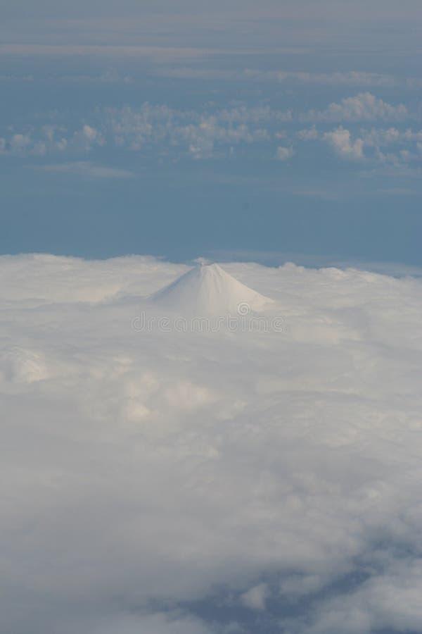 Berg Vsevidof von Umnak-Insel stockbild