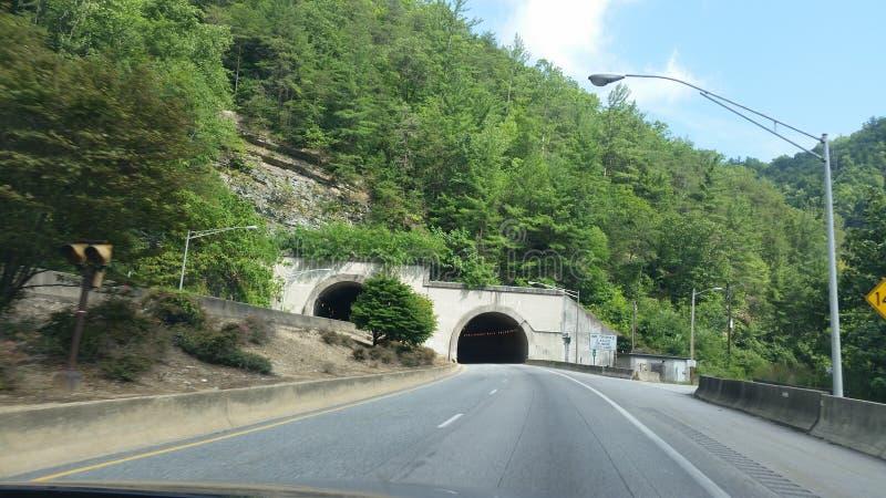 Berg zijtunnels stock afbeelding