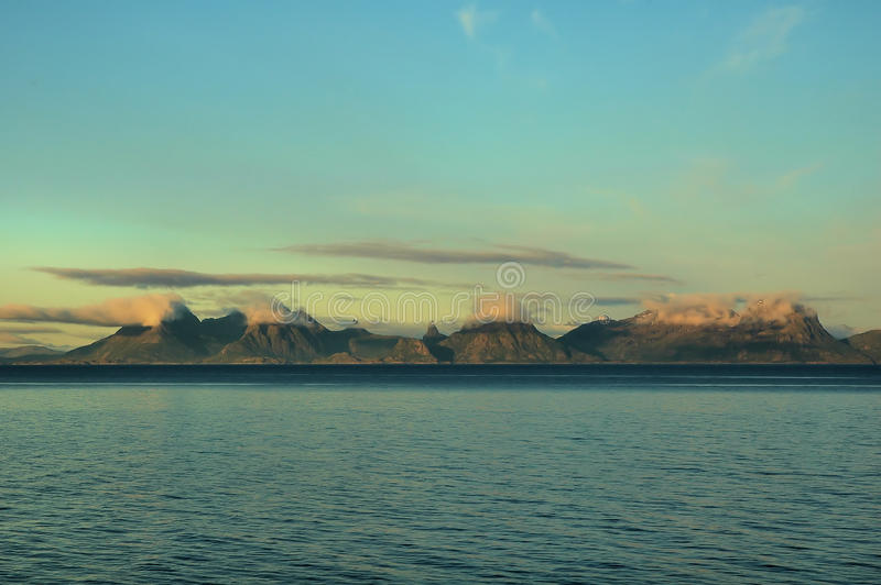 Bergachtige kust stock fotografie