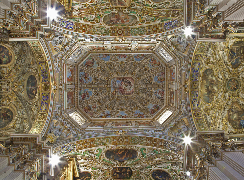 Bergamo - cúpula da catedral Santa Maria Maggiore fotos de stock royalty free