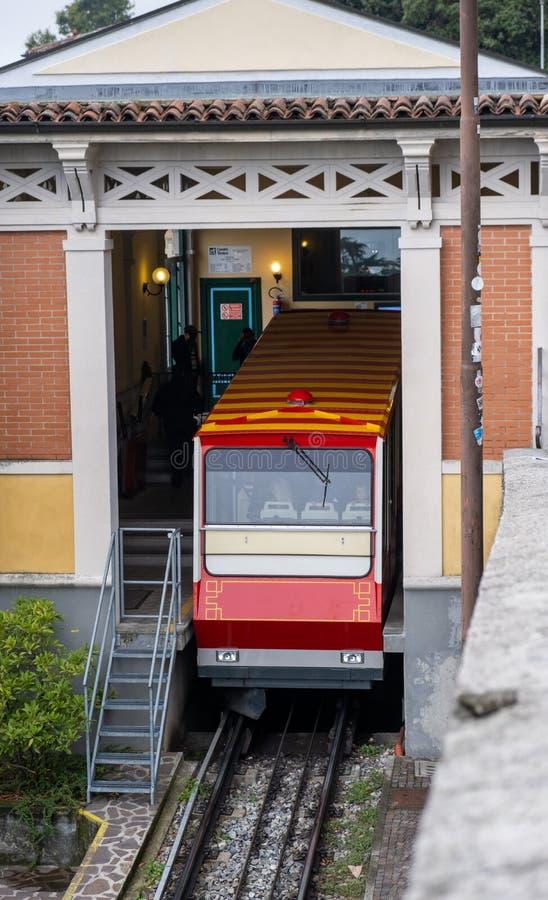 Bergamo Funicular rail Upper Town - Niederstad stock foto's