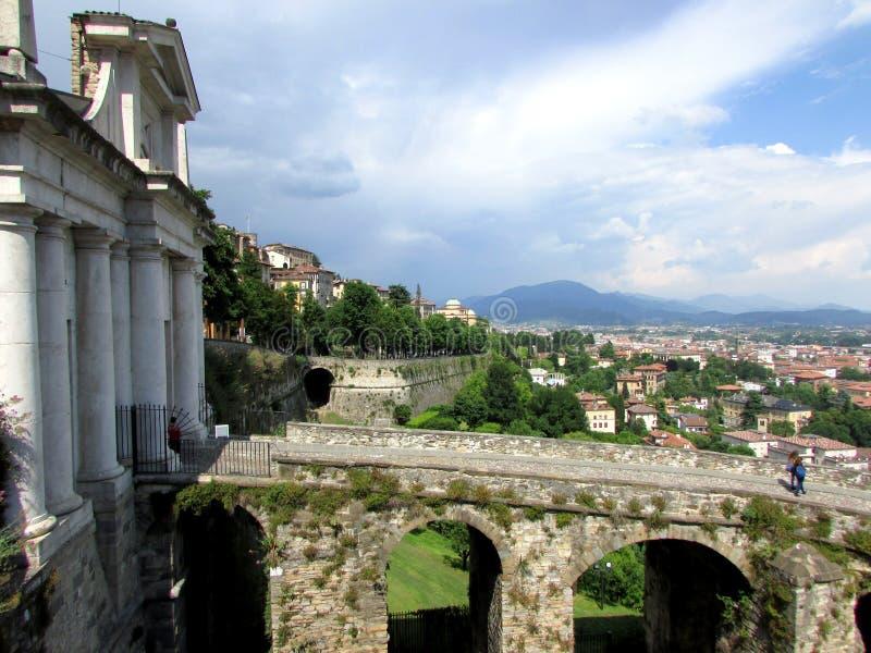 Bergamo hög stad arkivbilder