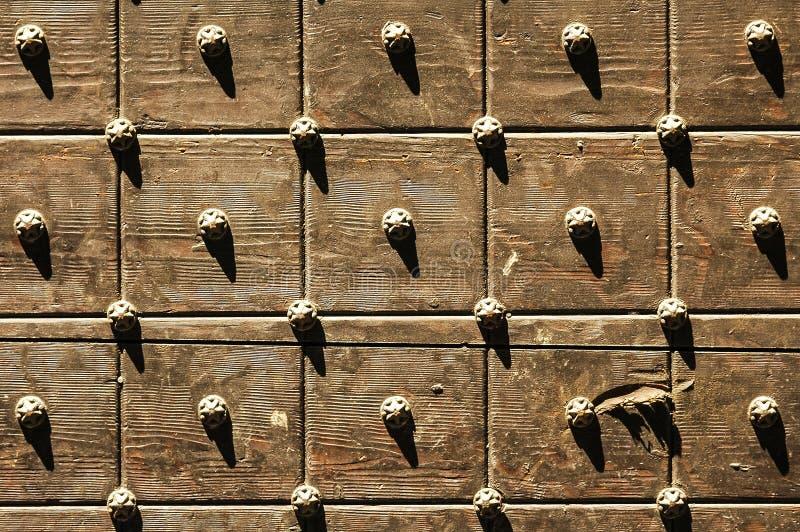 Download Bergamo, houten deur stock foto. Afbeelding bestaande uit lombardije - 39111610