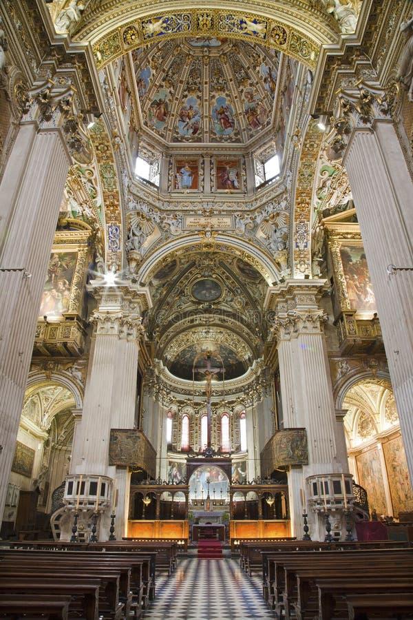 Bergamo - huvudsakligt skepp av domkyrkan Santa Maria Maggiore royaltyfria foton