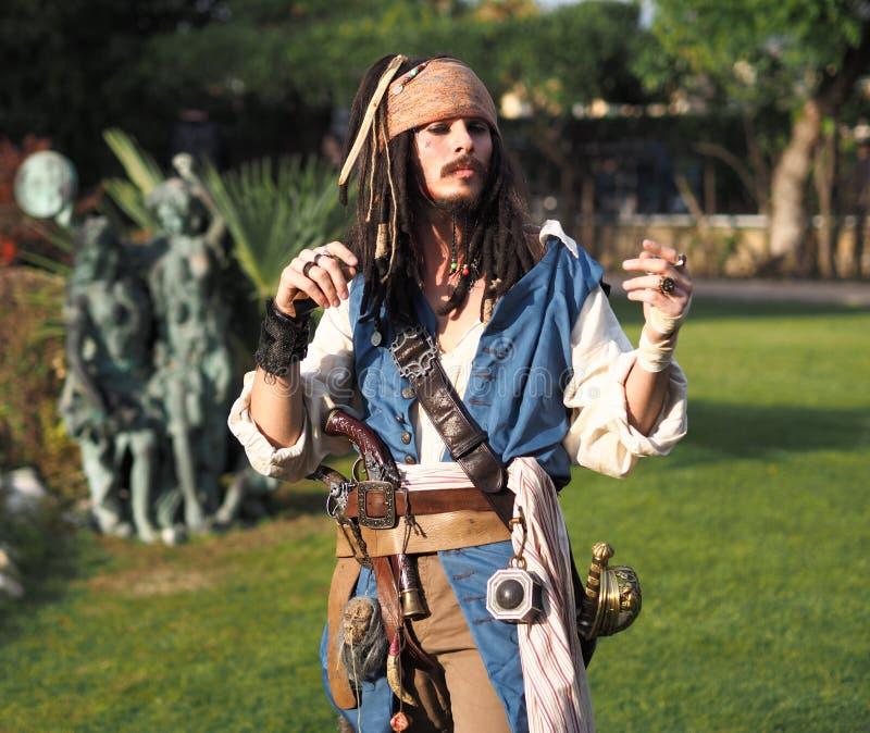 BERGAMO, Italië 28 Oktober, de Acteur persoonlijk cosplay ` van 2017 Kapitein Jack Sparrow ` van Piraten van de Caraïben in Brusa stock fotografie