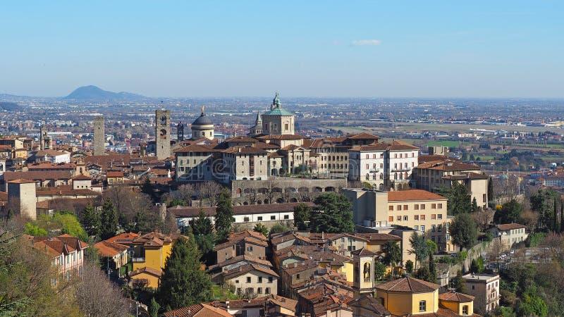 Bergamo Jeden piękny miasto w Włochy Krajobraz przy starym miasteczkiem od świętego Vigilio wzgórza fotografia royalty free