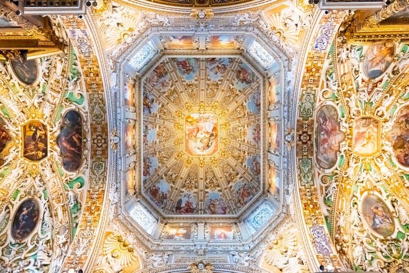 Bergamo, Lombardy Włochy, Jan 25 2019, -: Wnętrze bazylik di Santa Maria Maggiore Świątobliwy Mary Ważny Katedra jest romańszczyz obraz royalty free