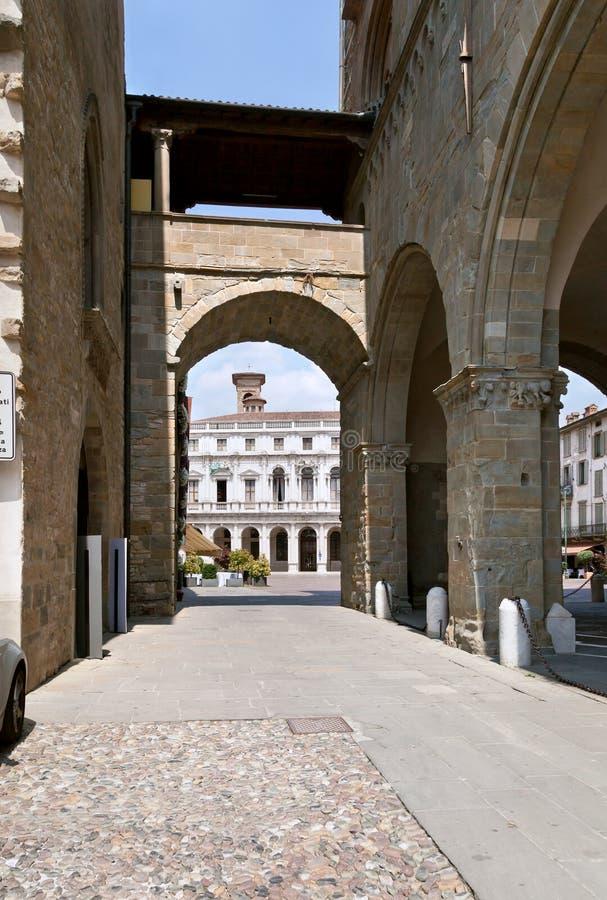 Download Bergamo mitt, Italien arkivfoto. Bild av slott, mitt - 27284552