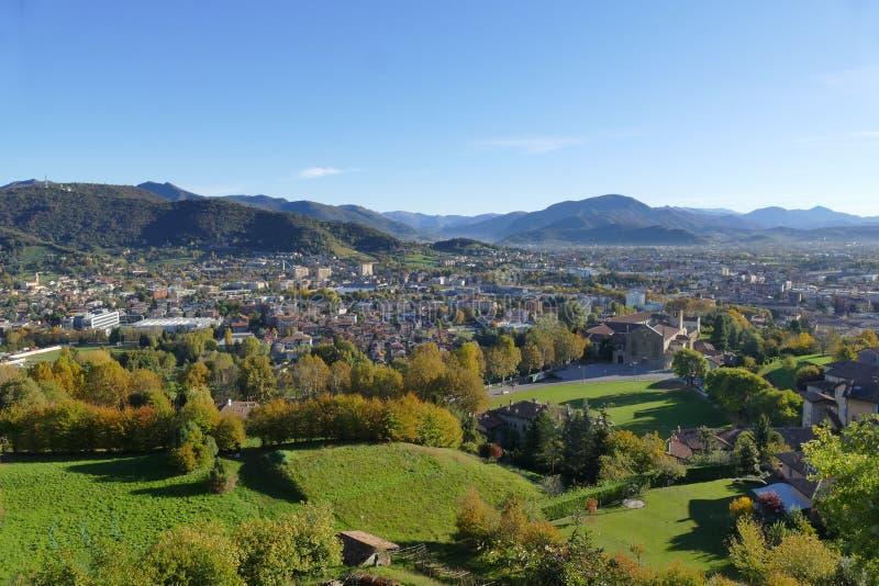 Bergamo - panorama od Pamięta parka zdjęcie stock