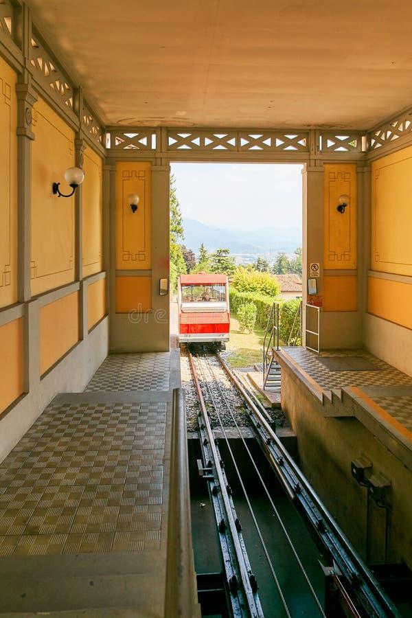 Bergamo Włochy, Sierpień, - 18, 2017: Funicular Końcówki stacja obraz stock