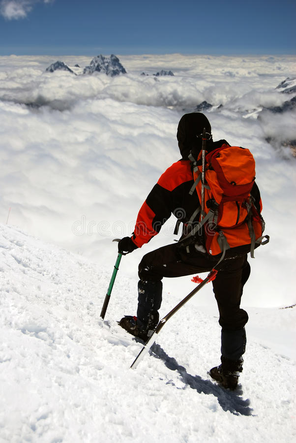 Bergbeklimmer in de Kaukasus bergen royalty-vrije stock foto