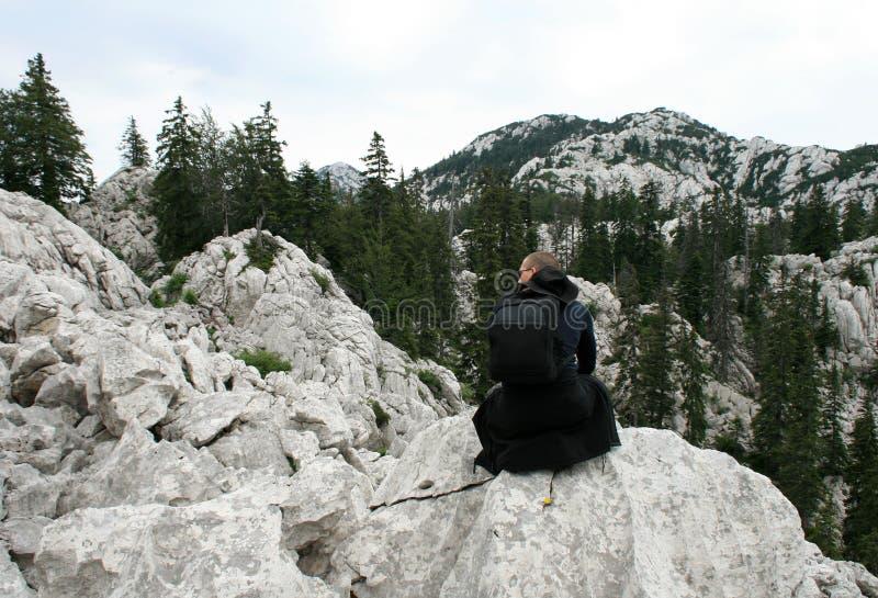 Bergbeklimmer/het Genieten van de van Mening stock afbeelding